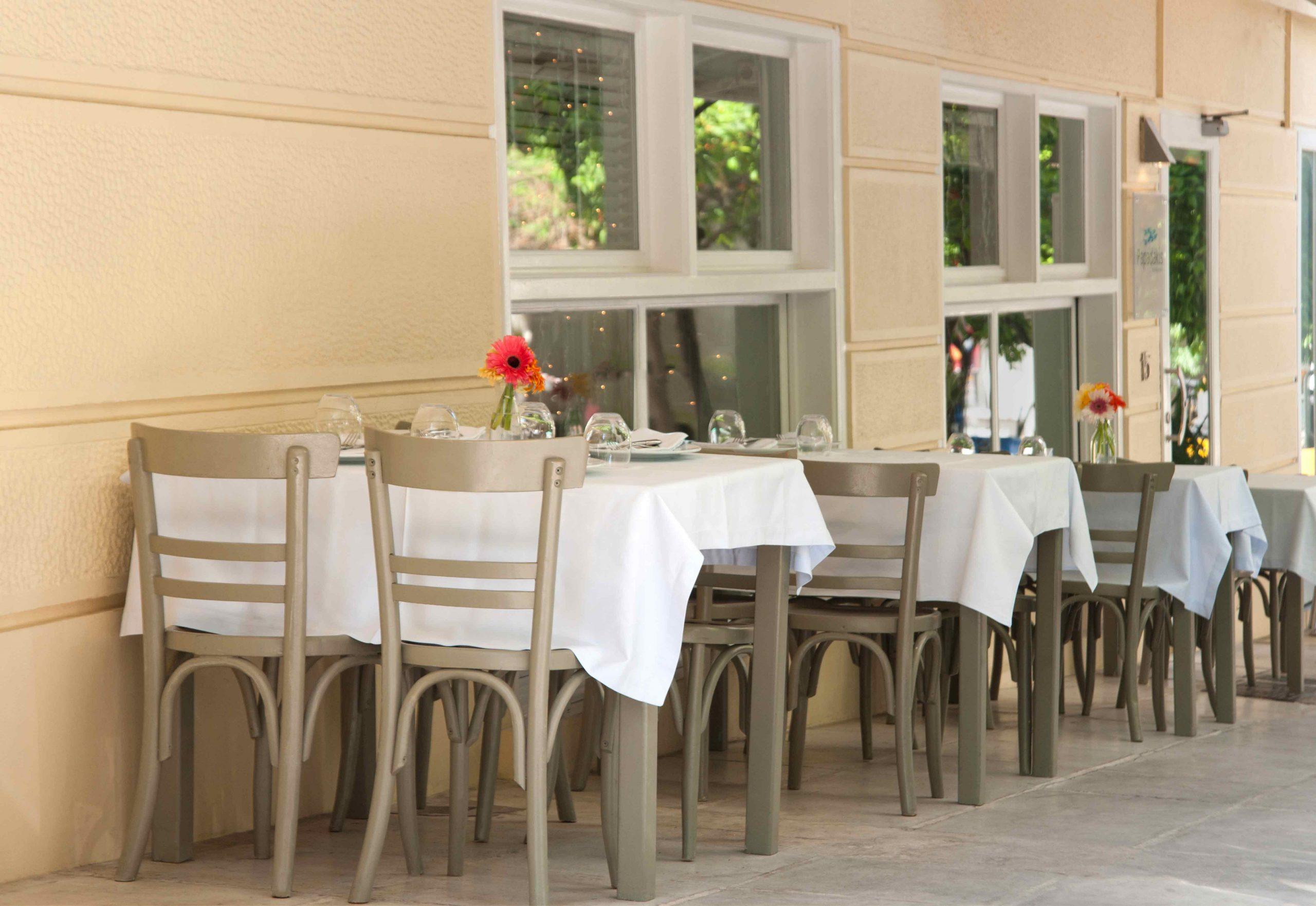 The Worldwide Press talks about Papadakis Restaurant